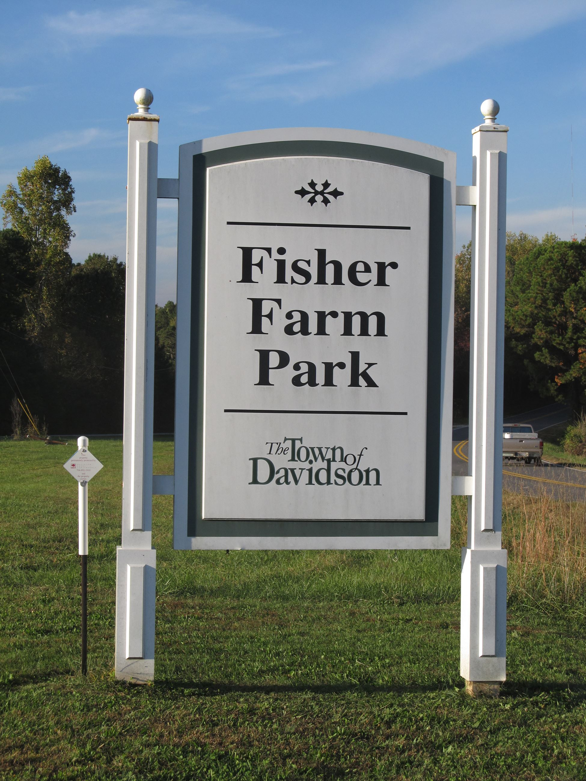 2014FisherFarmParkSignrotated